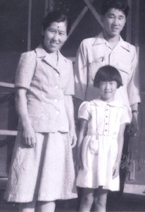 Aki and her parents.